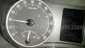 Reset the burned headlight bulb warning light Skoda Octavia 2