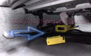Airbag OBD jack under the passenger seat BMW E91 3 Series