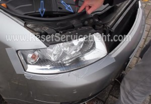 Replace the headlight bulb on a Audi A4 B6
