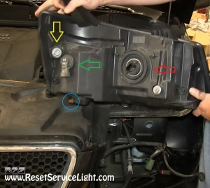 replace the light bulbs on Pontiac Torrent 2009