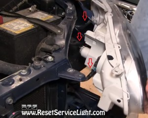 disconnect the harnesses of the headlight on Toyota Corolla