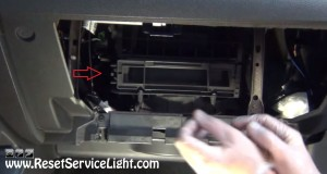 remove the cover of the air cabin filter box on Ford Edge