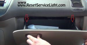 remove the glove box of Honda Civic 2000-2005