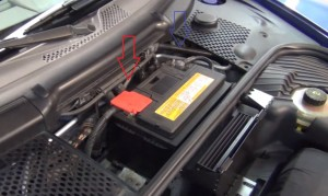 remove the terminal cables of the battery of porsche Carrera 996