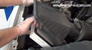 replace the air filter of GMC Sierra 2007-2014