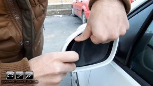 remove the broken glass of the mirror on Skoda Superb