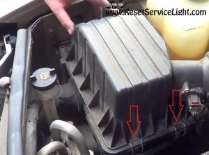 remove the clamps of the air box on Ford Explorer 2001-2005
