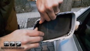 remove the old mirror's glass on VW Bora