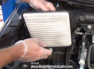 replace the old air filter on Saturn Vue 2002-2007