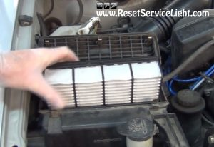change-the-air-filter-on-toyota-tacoma-1994-2004