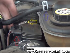 remove-intake-hose-and-the-clamps-of-the-air-filter-on-ford-super-duty-2003-2007