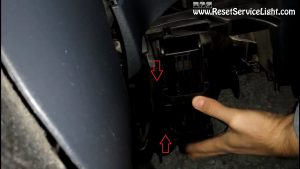 remove-the-holder-of-the-air-cabin-filter-on-seat-ibiza-cordoba-2004