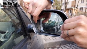 remove-the-old-glass-of-the-side-mirror-on-vw-polo-mk4