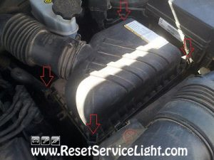 open-the-airbox-on-kia-sportage-2004-2010