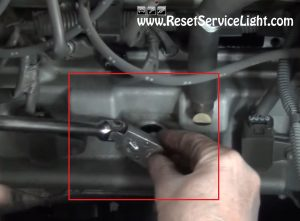 remove-and-replace-the-spark-plugs-on-toyota-tundra-v8-2000-2006