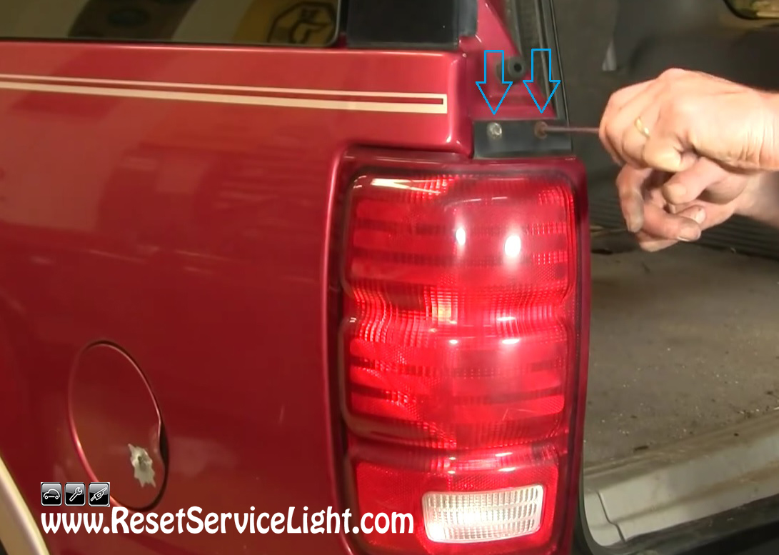 You Should Be Able To Remove These Two Bolts Quickly And Easily Using A 7 Mm Socket Wrench Or T20 Torx Driver After Undo Them Pull The Tail Light