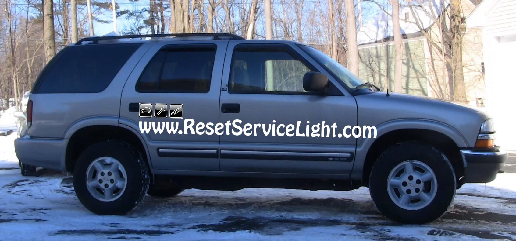 How to remove and replace the door panel on Chevy S10 Blazer