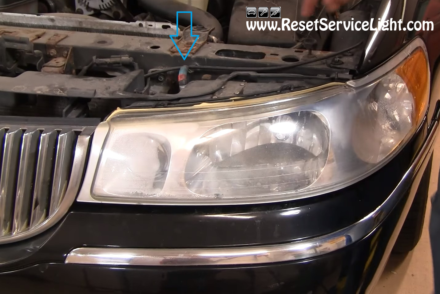 service manual how to replace 2002 lincoln town car headlight bulb how to replace 2001. Black Bedroom Furniture Sets. Home Design Ideas