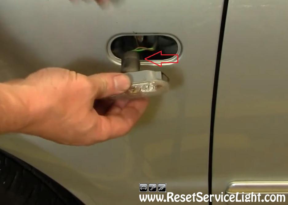 DIY, change the fender marker light on Volkswagen Passat 2002-2004