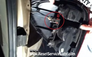 disconnect the harness of the tail light on Chrysler Town & Country 2002
