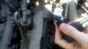disconnect the harness of the coil on Seat Cordoba 2004