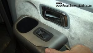 remove the window switch panel of the rear door on Honda Pilot