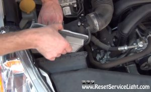 remove-and-replace-the-air-filter-on-subaru-legacy-2009-2014