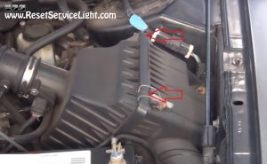 remove-the-cover-of-the-air-box-on-ford-taurus-2000-2007