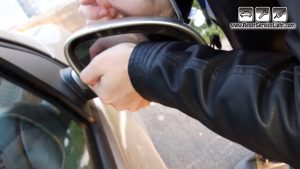 install-the-new-glass-on-the-mirror-of-vw-eos-2006-2010