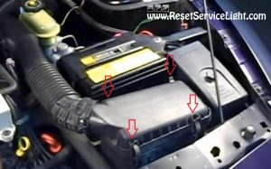 remove-the-clips-holding-the-lid-of-the-air-box-on-saturn-sl1